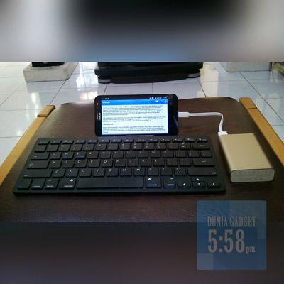 Smartphone Android menggunakan bluetooth keyboard